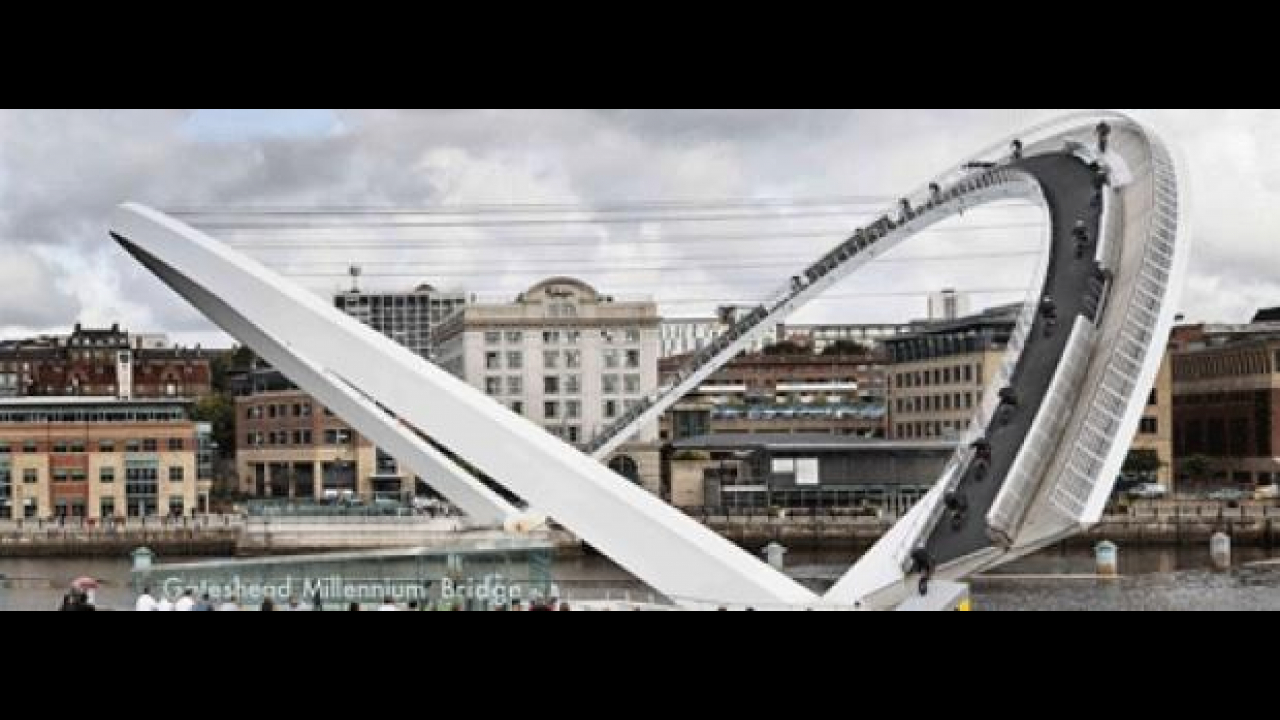 Red Bull: Julien Dupont ed il Gateshead Millennium Bridge