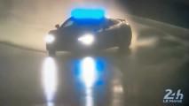 Güvenlik aracı Audi R8'in S virajdaki yanlamasını izleyin