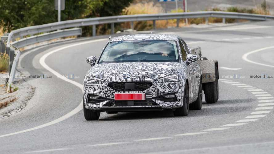 2021 SEAT Leon PHEV spy photos