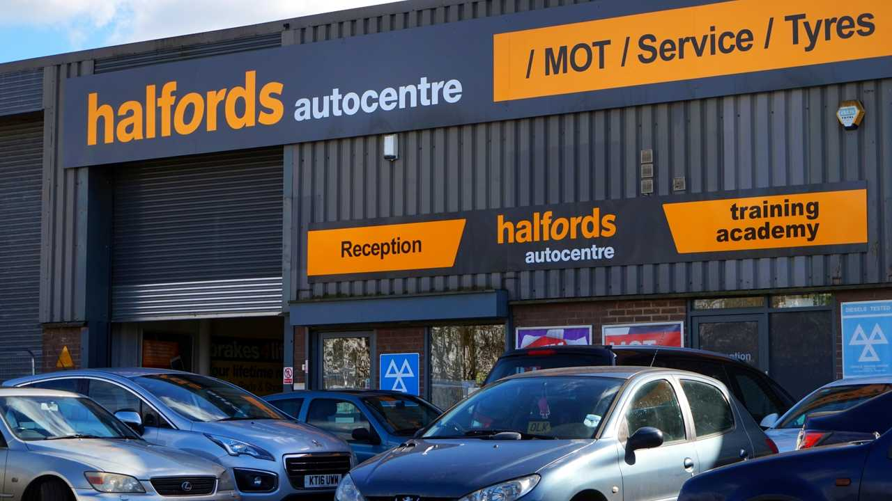 Halfords Autocentre MOT Service and Tyres centre in Basingstoke UK