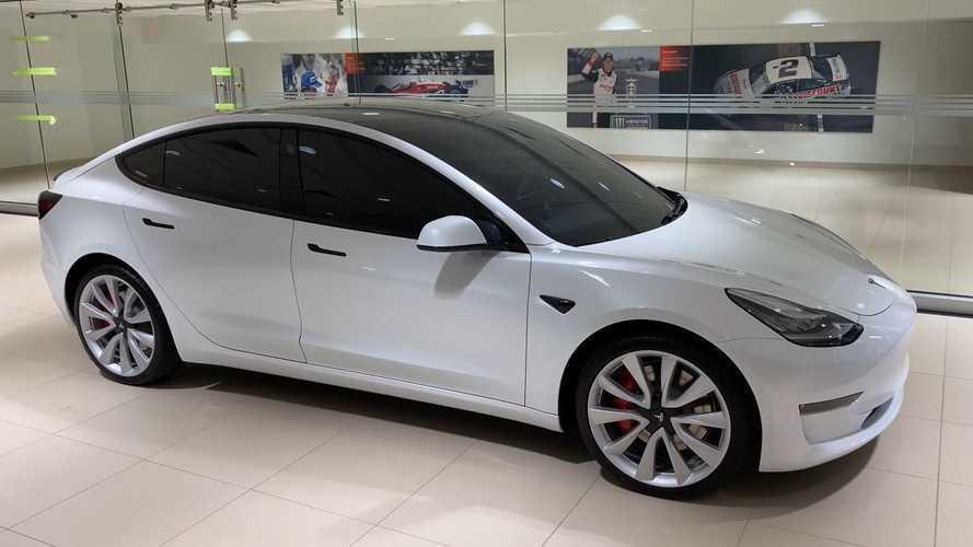 Több Tesla Model 3 talált idén gazdára, mint 7 BMW-sorozat együttvéve