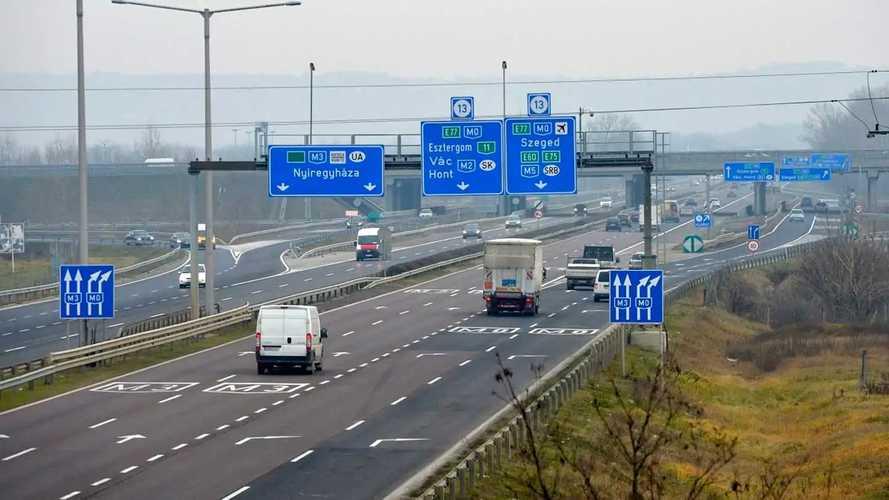 Egészen elképesztő üzenetet kaptak az M0-snál közlekedő magyar autósok