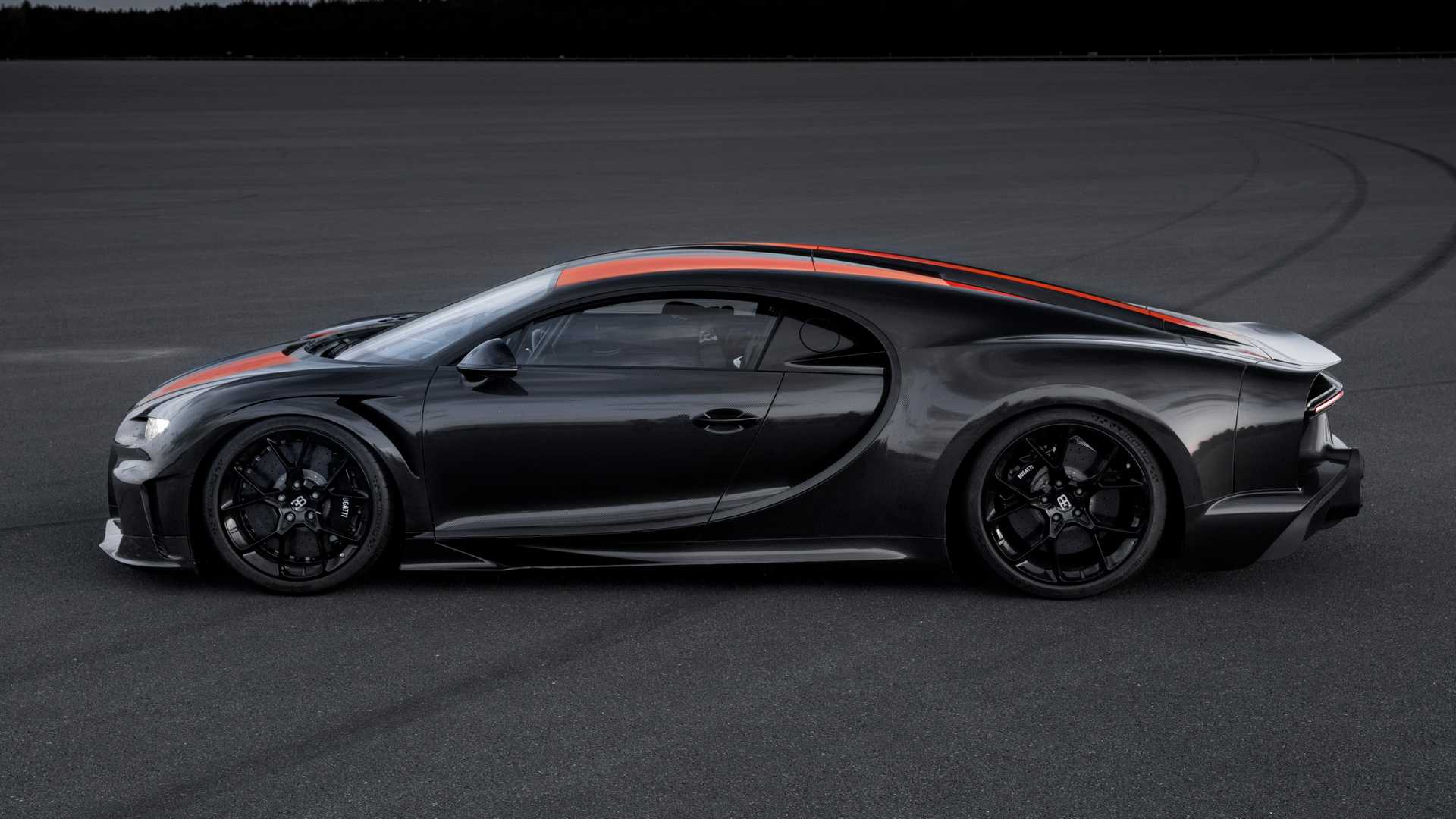 Watch Bugatti Chiron Smash 300-MPH Barrier And Hit 304.77 MPH
