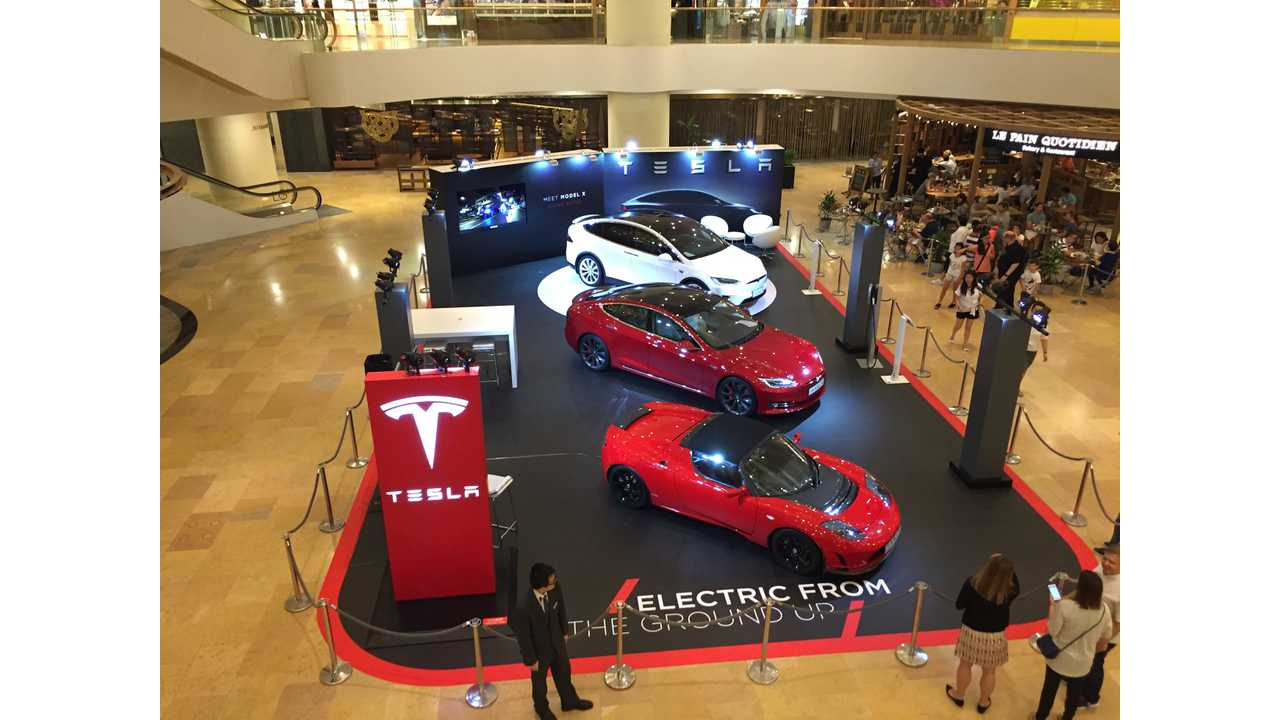 First pop up store at Pacific Place Mall to display a LHD Model X in Hong Kong - Oct 2016