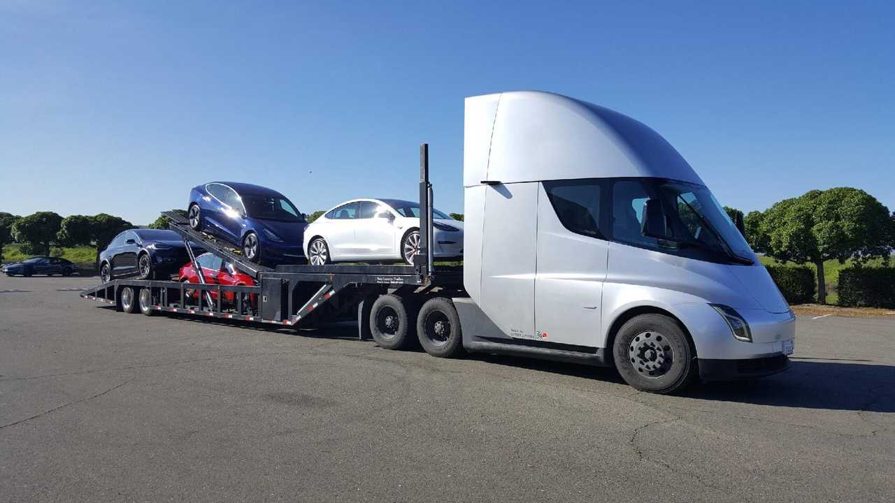 UPDATE: Perfect Way For Deliveries: Tesla Model 3 By Tesla Semi: Video