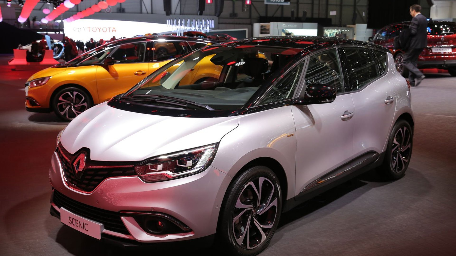 Renault Scenic Sits On Standard 20 Inch Wheels In Geneva