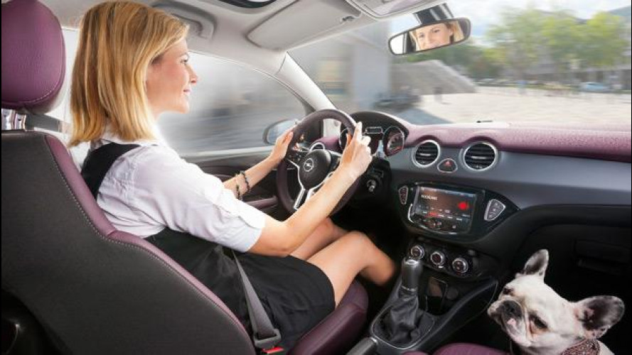 Opel Adam controlla l'iPhone con IntelliLink