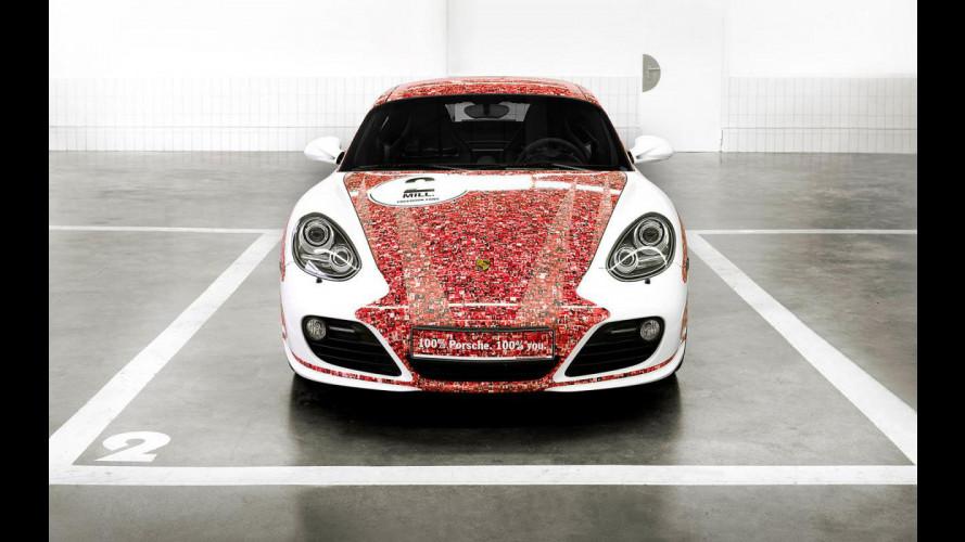 Facce da Facebook sulla Porsche Cayman S
