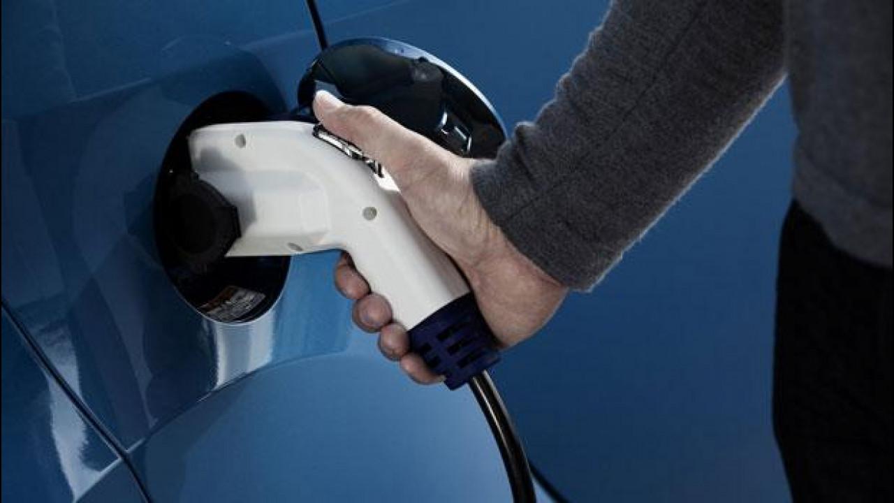 [Copertina] - L'auto elettrica si fa strada in Comuni e aziende