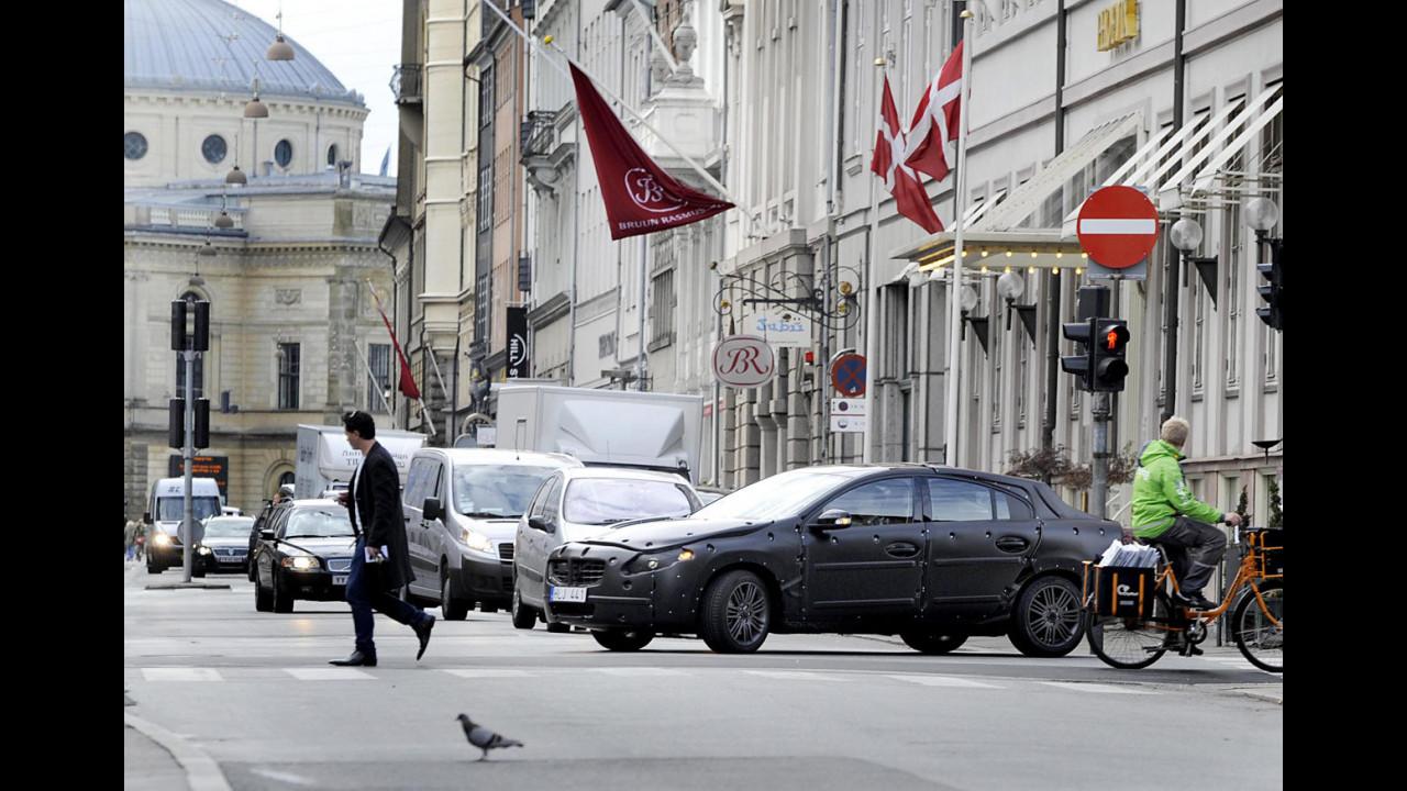 Volvo testa sulla nuova S60 il sistema City Safety per i pedoni