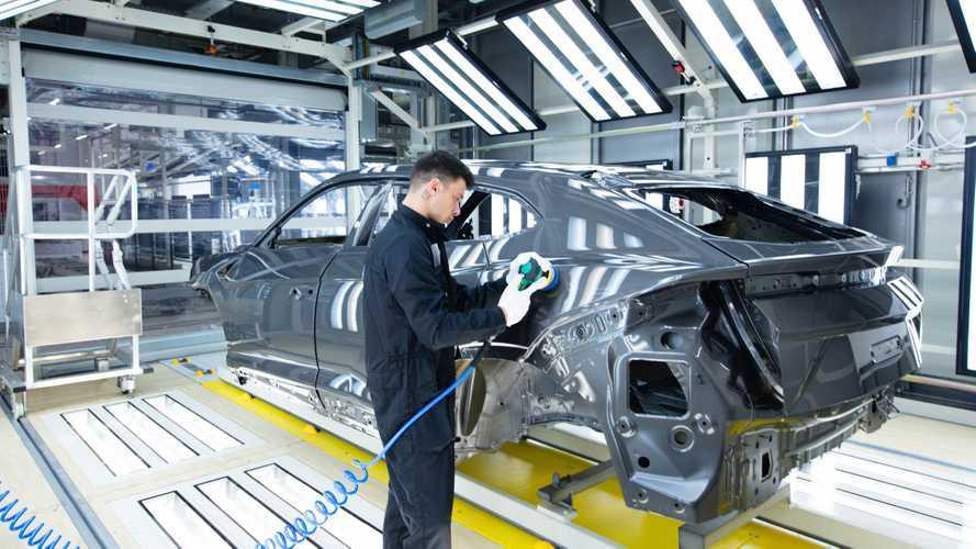 """Lamborghini Urus, la verniciatura nella """"supercar"""" delle fabbriche"""