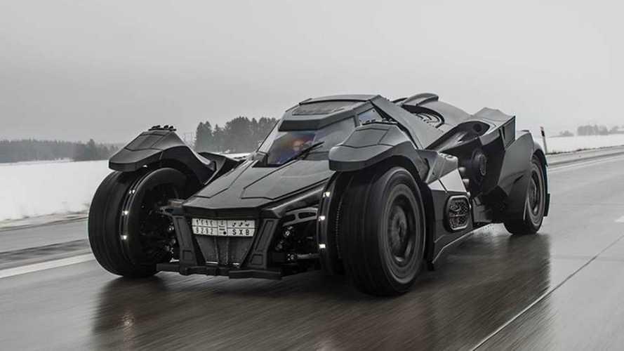 Este Batmóvil tan especial ha sufrido un accidente al norte de Francia
