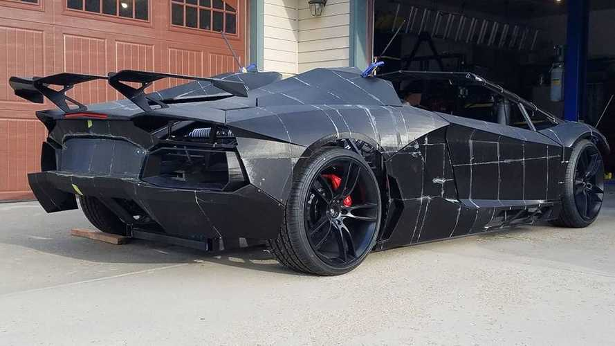 Father and son are 3D-printing a Lamborghini Aventador