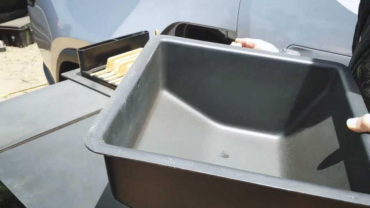 Rivian R1T Off-Road Pistlerine Tam Kamplı Mutfak Taşıyacak