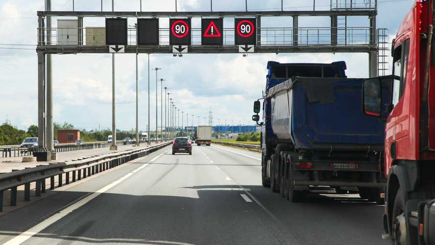 Поездка в Санкт-Петербург на машине станет дороже самолета и поезда