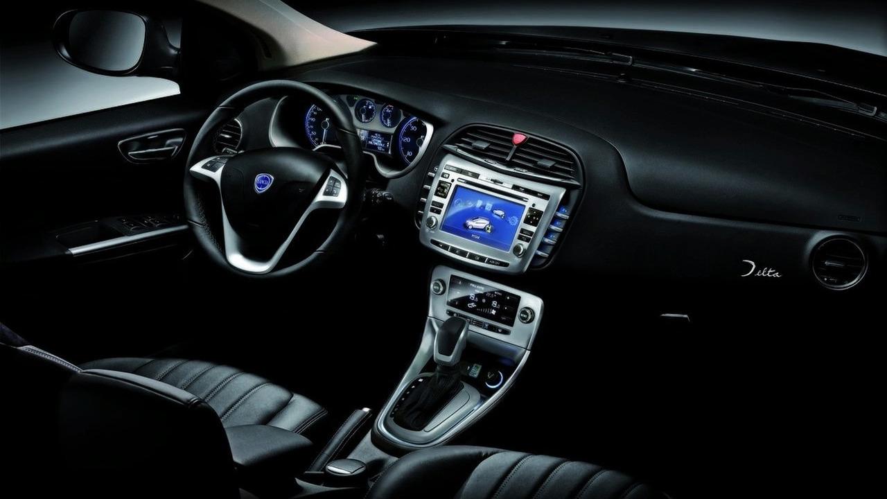 Lancia Delta interior | Motor1.com Photos