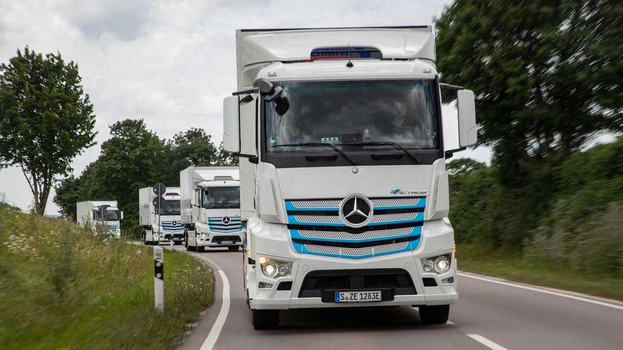 Mercedes eActros - In strada