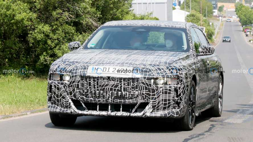 Foto Mata-mata Interior dan Eksterior BMW Seri 7  2023