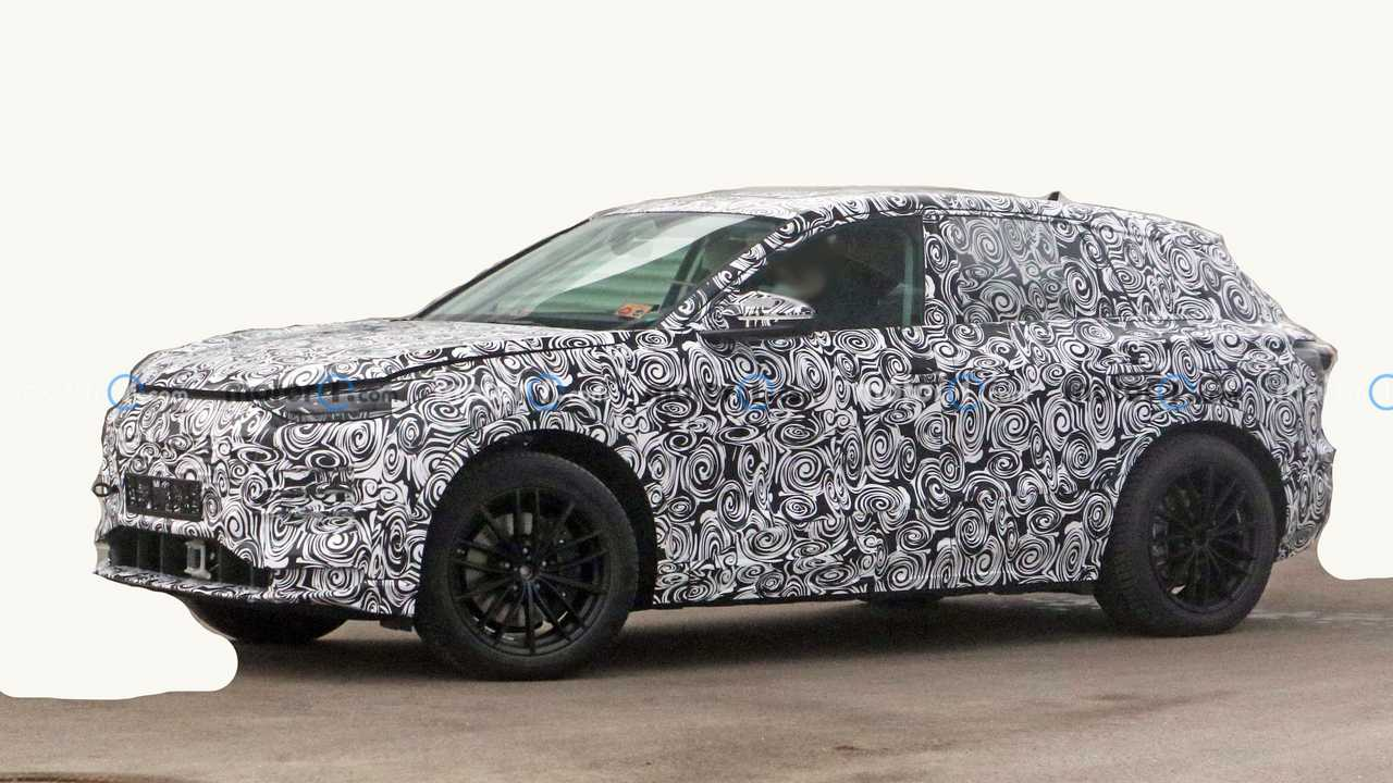 2022 Audi Q5 E-Tron spy photo side