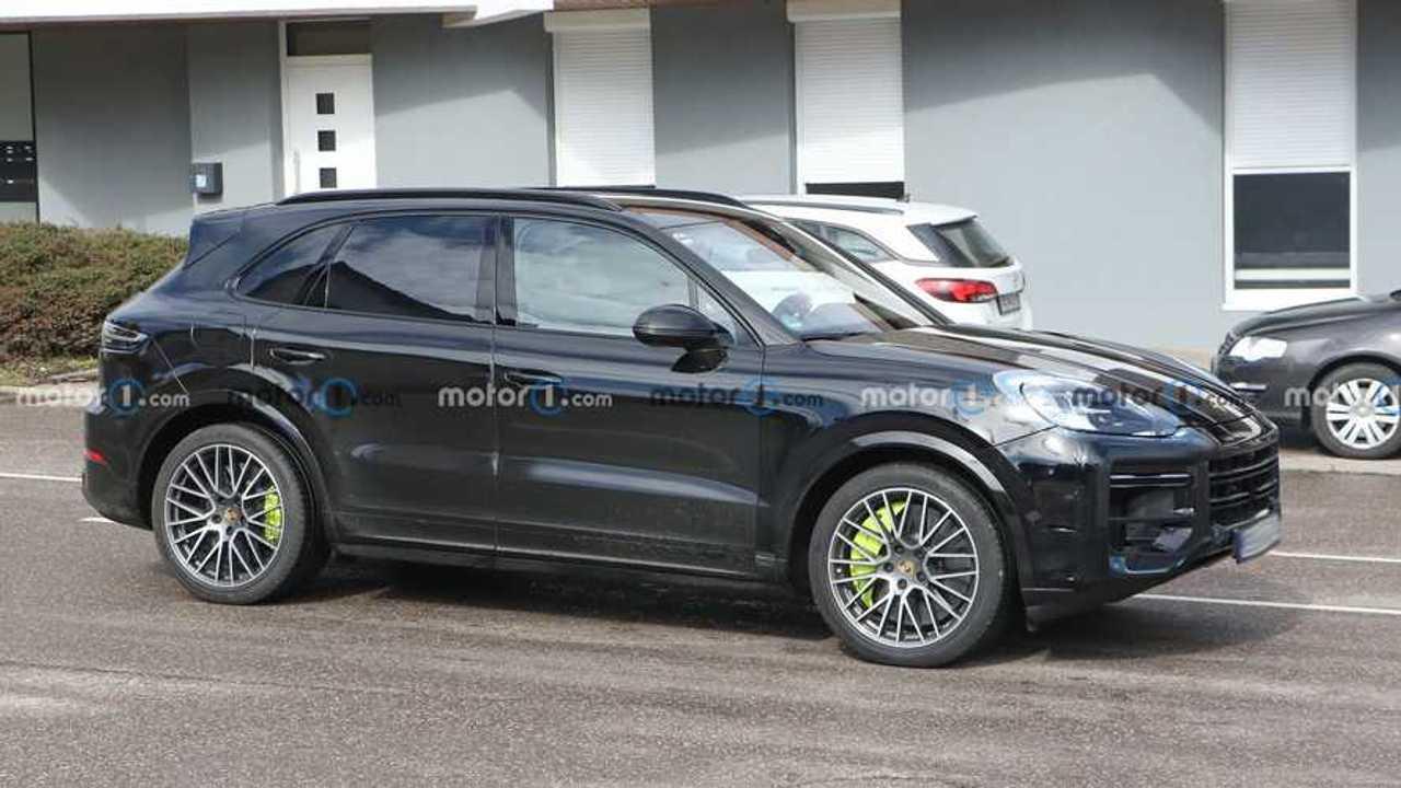 Porsche Cayenne facelift new spy photo (exterior)