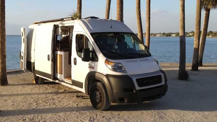 Esta furgoneta camper es un hogar con ruedas