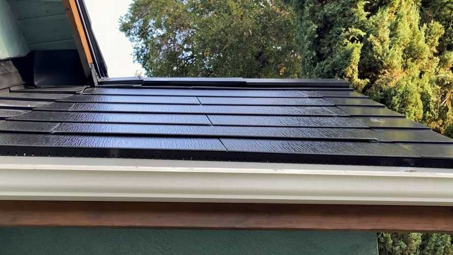 It Turns Out The Tesla Solar Roof Actually Does Exist, Who Knew?