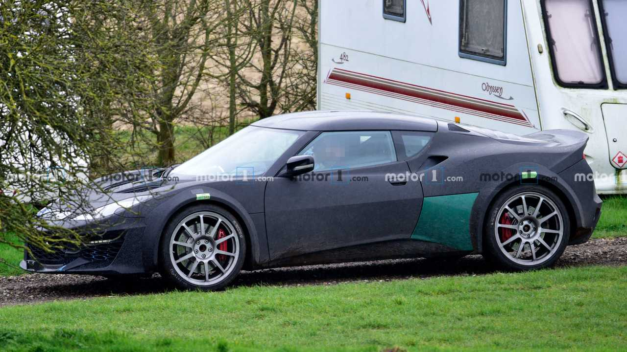 Lotus Esprit successor spied for the first time