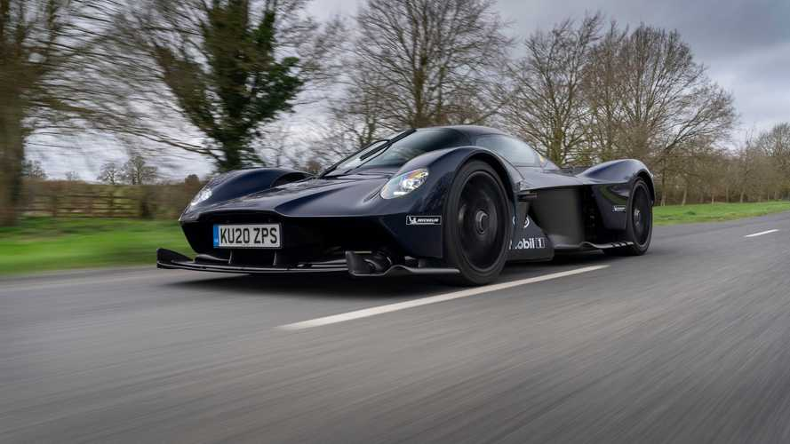 Aston Martin Valkyrie, l'hypercar inglese inizia i test su strada