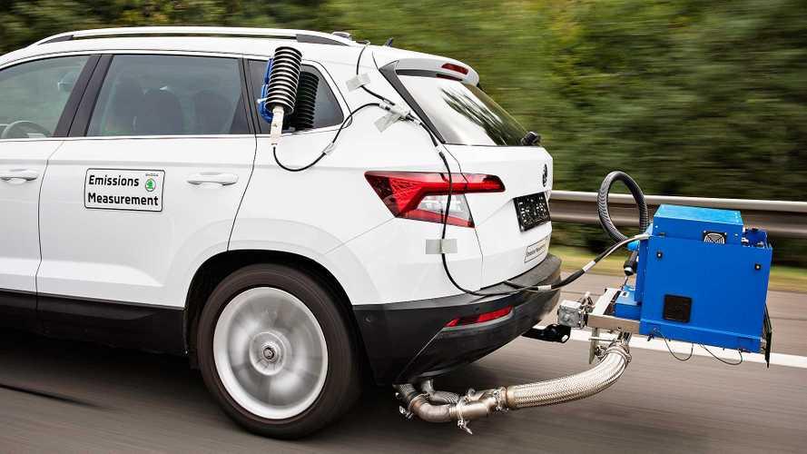 """Le emissioni auto continuano a salire. L'Ue: """"Più incentivi e colonnine"""""""