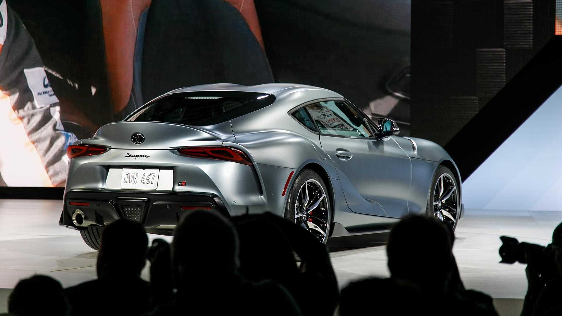 2020-toyot​a-supra-li​ve-shots