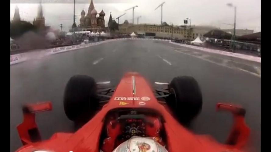 Vídeo: Kobayashi bate Ferrari F1 em Moscou