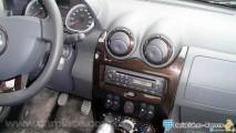 Novo Dacia Duster é fotogrado na rua - Fotos internas mostram semelhanças com o Sandero
