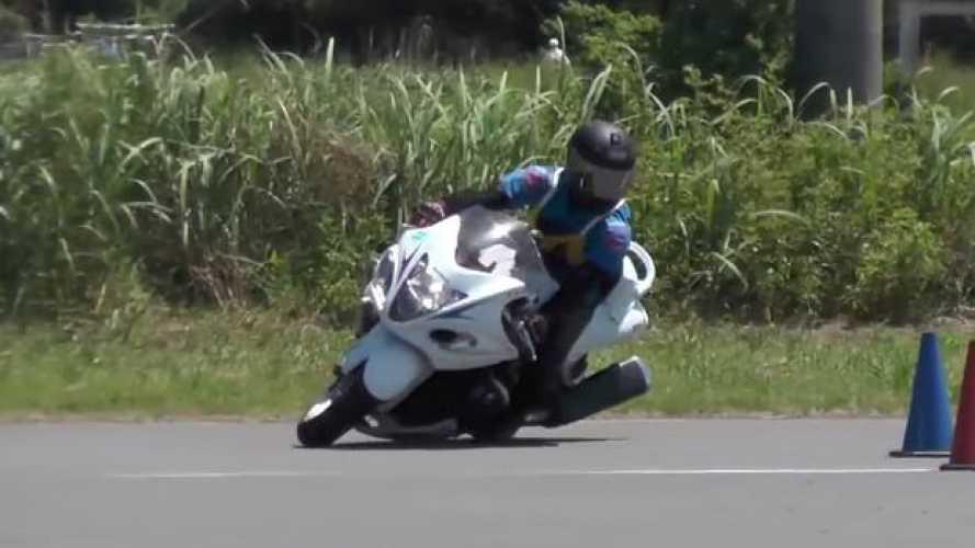 La Gymkhana con la Suzuki Hayabusa - VIDEO