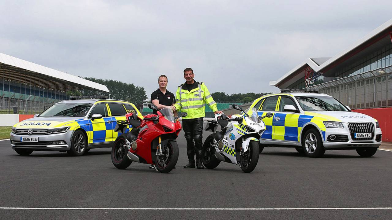 Ducati Panigale V4 to Teach Safety in the UK