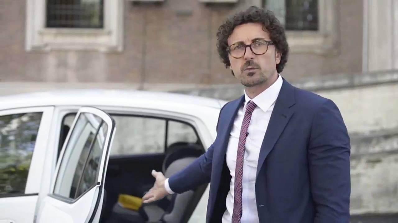 Ministro Danilo Toninelli e i seggiolini auto