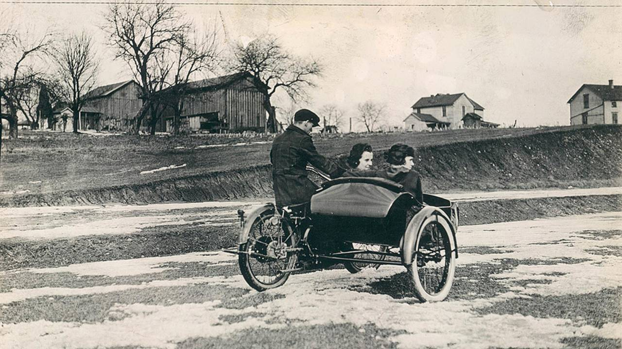 <strong>Even with a wide body sidecar, motorcycles just could not compete with the automobile when it came to