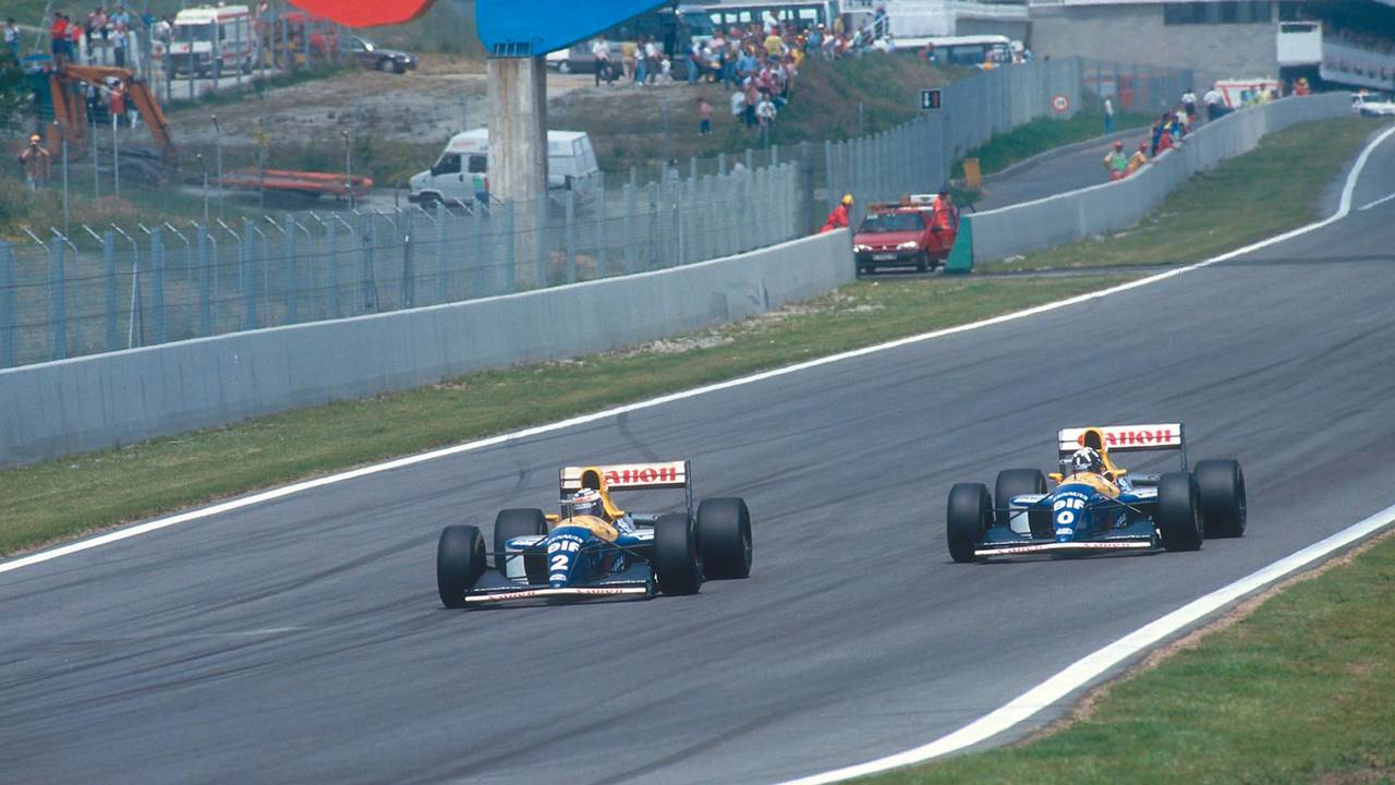 Prost ultrapassa Damon Hill