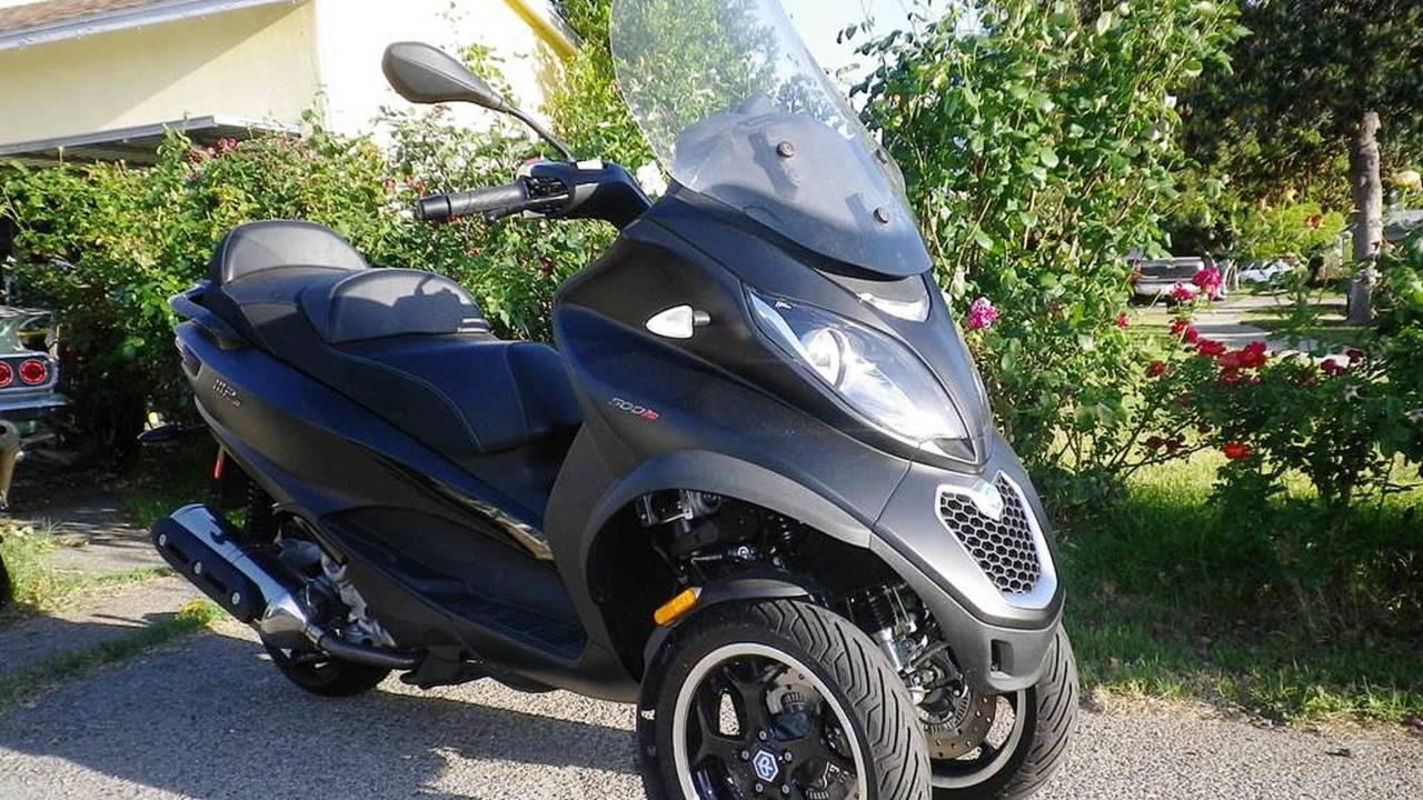 Piaggio MP3 500 ABS Road Test — Spring Fling with a Big, Quirky Italian