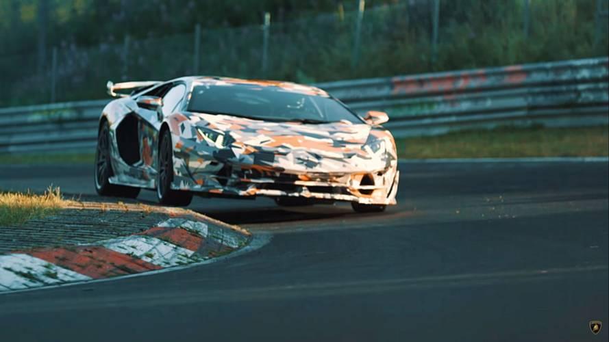 Lamborghini Aventador SVJ V12 motorundan 770 beygir gücü üretiyor