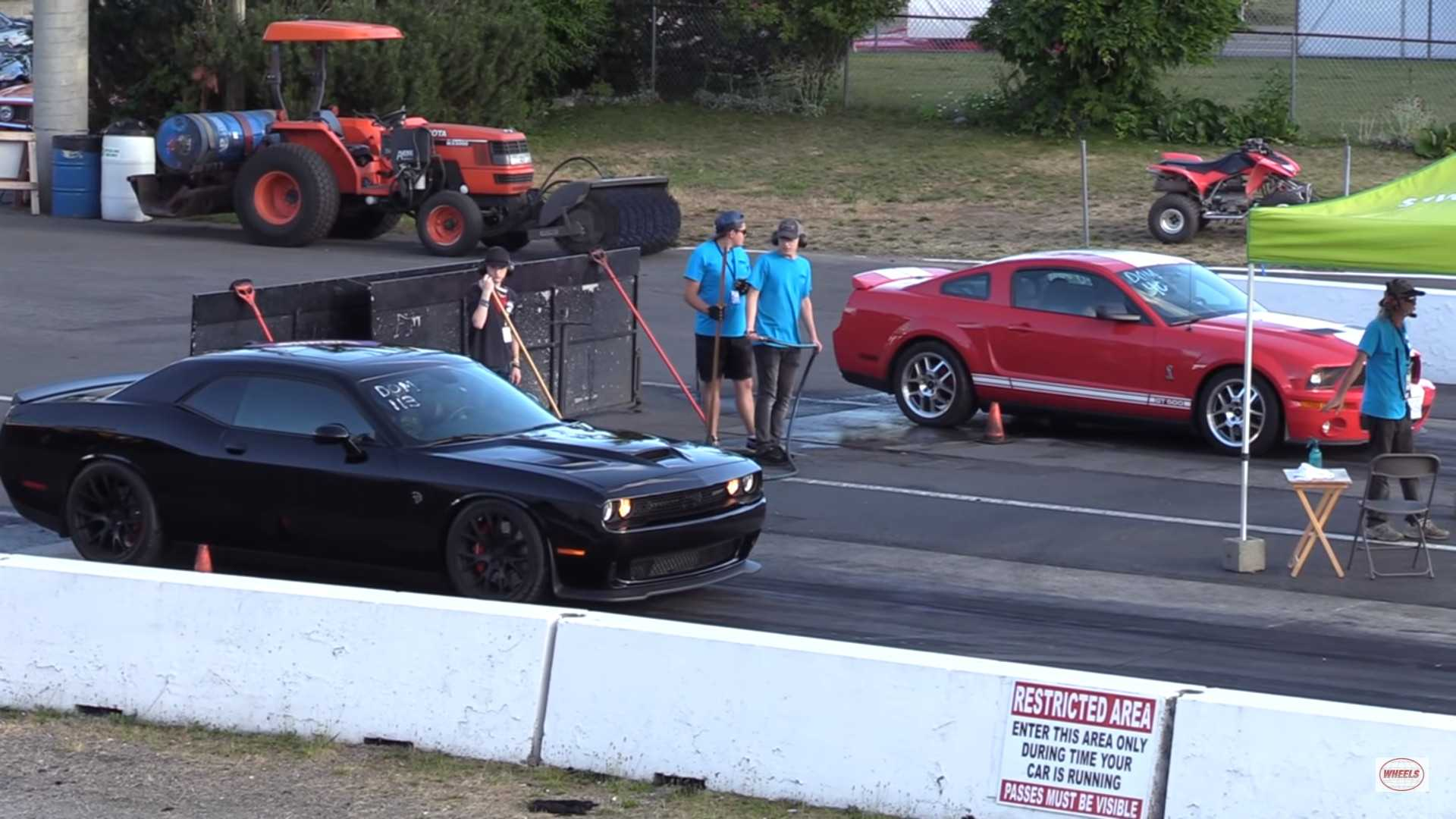 Shelby gt500 drag races dodge challenger hellcat america wins