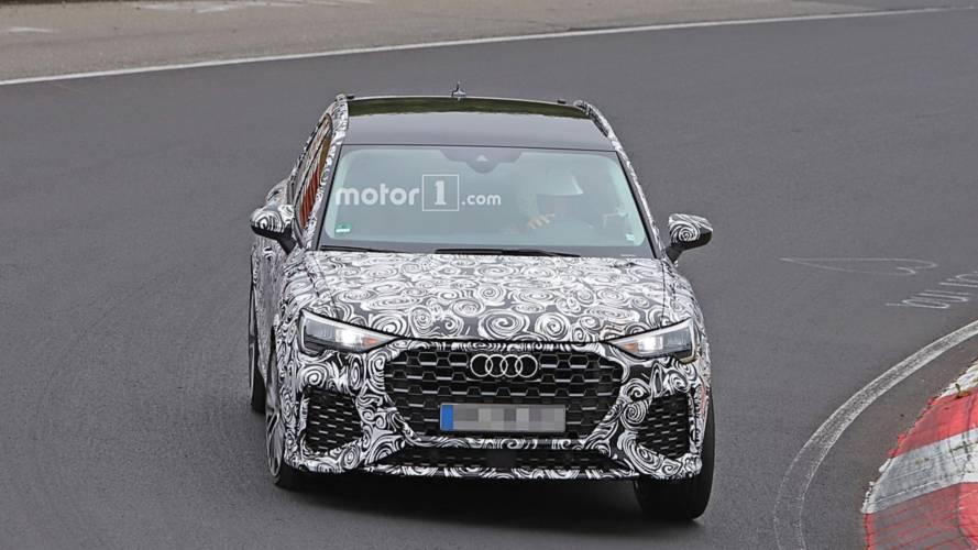 Audi RS Q3 arka spoyleri ve oval egzozları ile görüntülendi