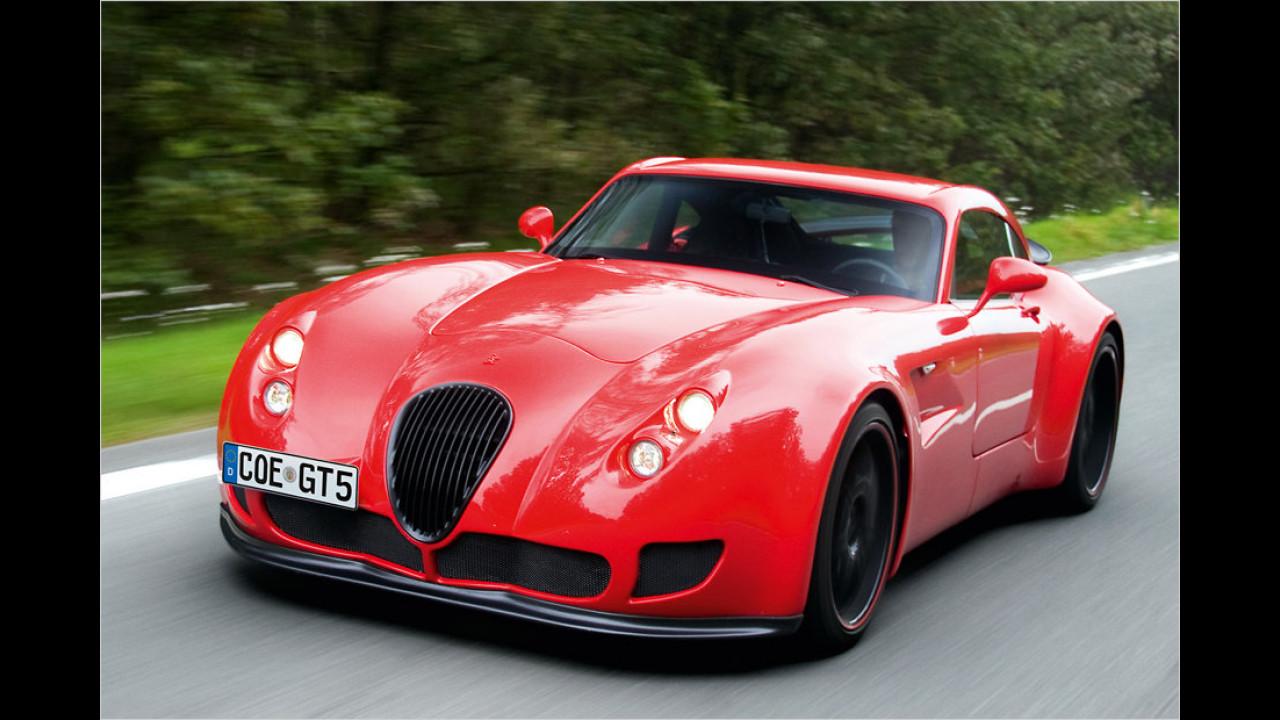Vier neue Besitzer freuten sich 2013 über ihren neuen Wiesmann GT. Ende 2013 meldete die Marke Insolvenz an, kurz danach wurde aber eine Einstellung des Insolvenzverfahrens beantragt