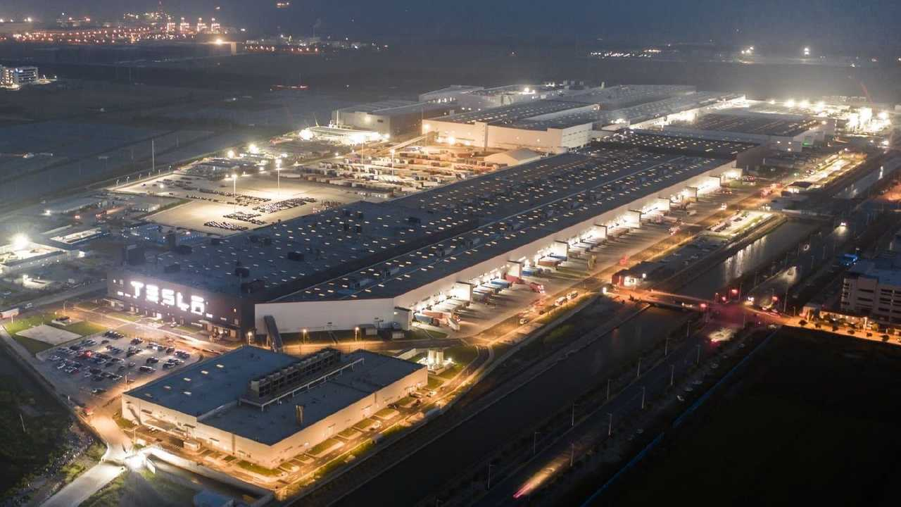 Tesla Giga Shanghai - Model 3 factory (foreground) (Tesla Q4 2020 report)