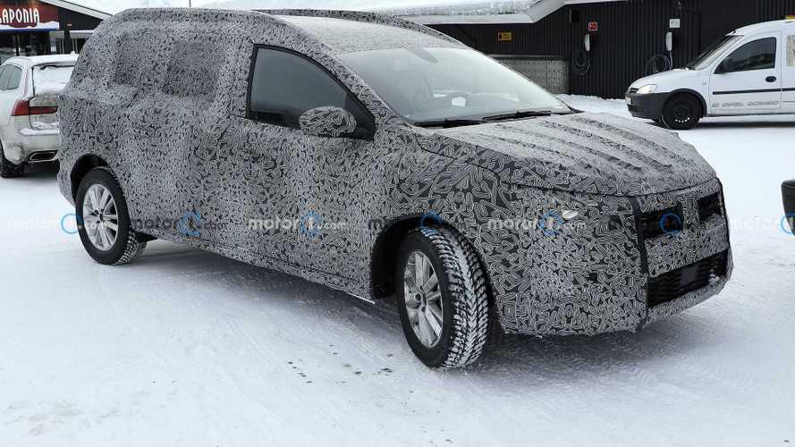 Dacia Logan, le foto spia della nuova generazione