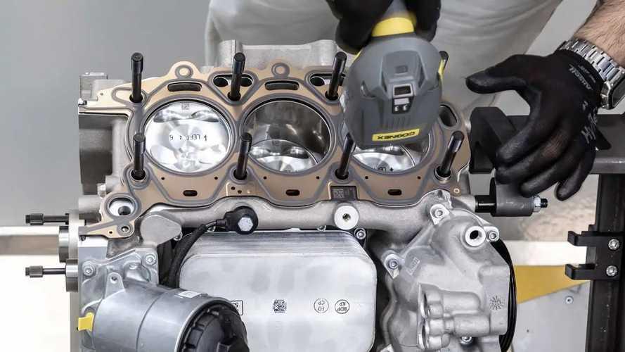 L'assemblage du moteur Maserati Nettuno