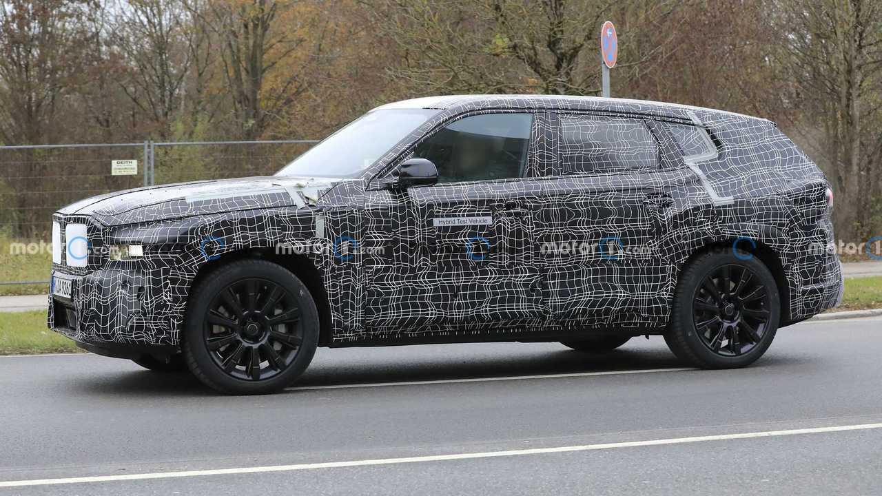 2022 BMW X8 spy photo