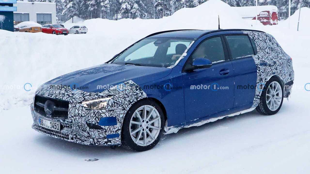Шпионские фото нового универсала Mercedes-Benz C-класса, профиль