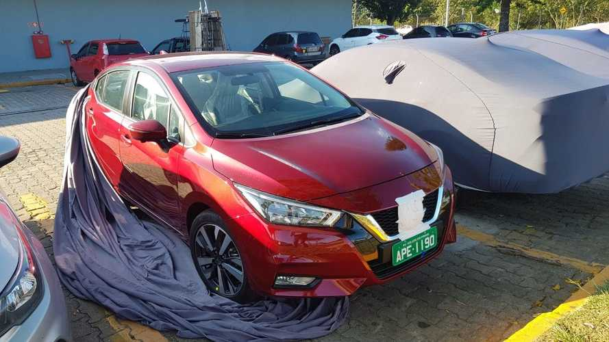 Flagra: Novo Nissan Versa 2021 terá opção de interior claro no Brasil