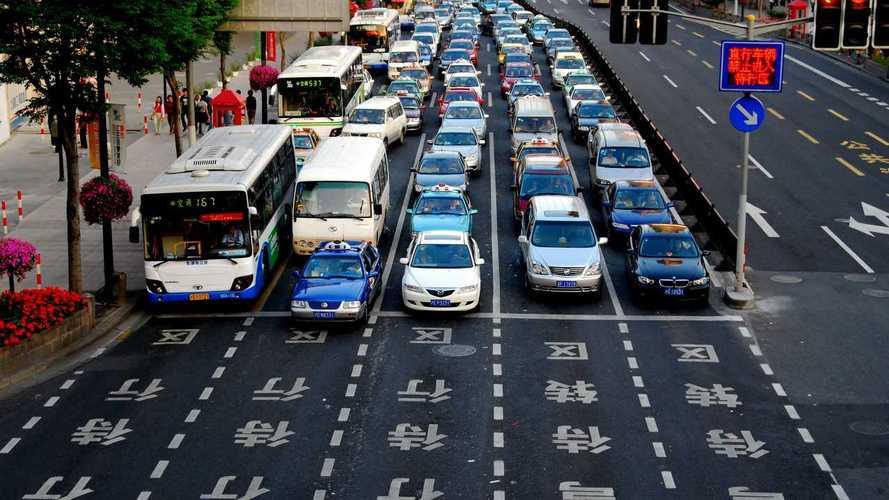 China quer banir carros a gasolina a partir de 2035; híbridos continuam