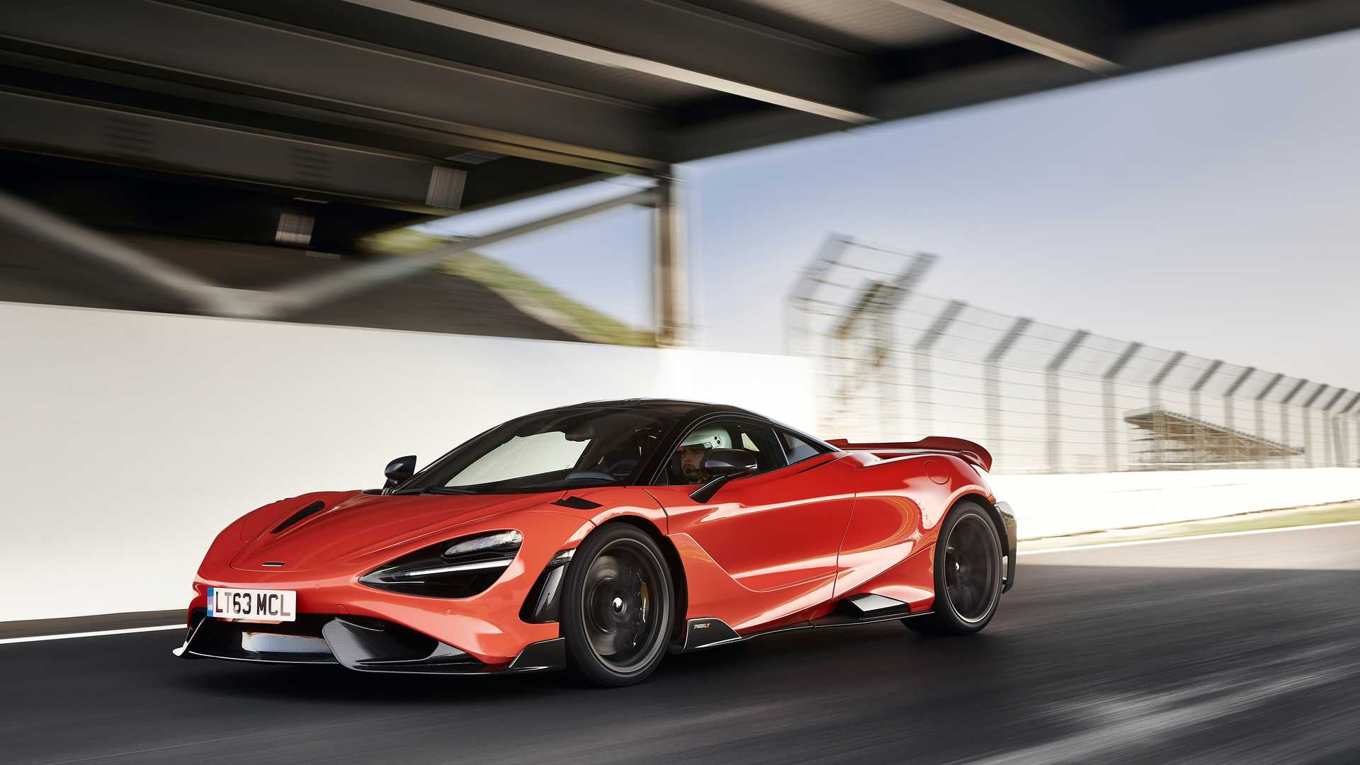 2021 McLaren 765LT front quarter action